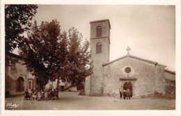 07 ARDECHE Les Hommes à La Pétanque Et Les Femmes à La Causette Devant L'église De FLAVIAC - France
