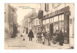 CPA 56 ISSOUDUN Carrefour De Vilatte Animation Cyclistes Petite Charrette  Magasin Nivet ( Pêche) Maisons - Issoudun