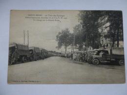 CAMIONS GARES SUR LA GRAND ROUTE DE DOURDAN - Oorlog 1914-18