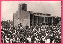 Cp Dentelée - Koudougou - Cathédrale Saint Augustin - Haute Volta - Procession - Animée - St - Pères Blancs - Burkina Faso