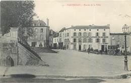 CPA 79 Deux-Sèvres Parthenay Entrée De La Ville - Boussion Restaurant De L'Avenue De La Gare Tabac Calèche Emilien - Parthenay