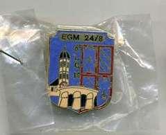 Pin's Gendarmerie Macon EGM 24 8 Sous Emballage Neuf - Militaria