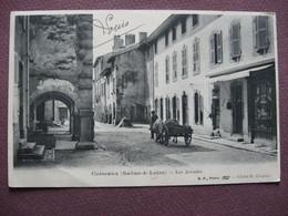 CPA 71 CUISEAUX Les Arcades PRECURSEUR 1903 ANIMEE ATTELAGE DE BOEUFS Devant MERCERIE - Andere Gemeenten