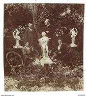 Photo Ancienne - Personnages Autour D'une Statue Nue - 10 X 11 Cm - Personnes Anonymes