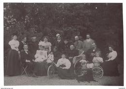Photo Ancienne - Calèche à Chiens Et Chaise Roulante - Personnages - 15 X 10,3 Cm - Photographs