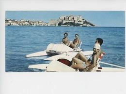 Corse Ile De Beauté : Calvi, La Plage, Les Joies Du Pédalo (cp Vierge N°8mars) - Calvi