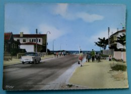 33 - MONTALIVET LES BAINS (Rue, Automobiles, Simca....) - Autres Communes