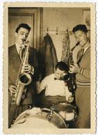Jazz. Saxophonistes Et Batteur, Orchestre Improvisé Dans Un Appart. CH Bodeleni Tirage Original D'époque, C 1950 FG0751 - Photos