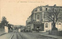 CPA 79 Deux-Sèvres Bressuire Le Boulevard De La Gare Café Restaurant Maison à Vendre - Bressuire