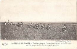 LA FRANCE AU MAROC - Tirailleurs Algériens S'avançant En éclaireurs Sur Les Marocains Que L'on Aperçoit Au Loin - (ELD) - Unclassified