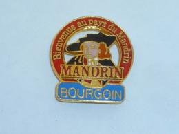 Pin's BIENVENUE AU PAYS DU MANDRIN - Other