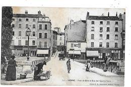 38  - CPA  De  VIENNE - CLECHE  Zuinguerie -  Attelage  ,  Pont  De  Gère  Et  Rue  Des  Quatres  Vents  ( Très Animée ) - Vienne