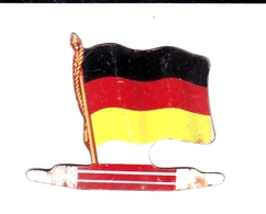 Figurine Publicitaire Biscuits L'Alsacienne - Drapeau - Allemagne - Années 60/70 - Tôle - Publicité