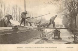 BRIENON SUR ARMANCON DECHARGEMENT D'UN BATEAU SUR LE CANAL DE BOURGOGNE - Brienon Sur Armancon
