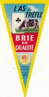 X 1051 /  ETIQUETTE DE  FROMAGE   - BRIE  AS DE TREFLE  HENRI HUTIN   (MEUSE)  .. - Käse