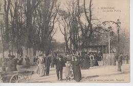 CPA Bergerac - Le Jardin Public (très Belle Animation Avec Kiosque à Musique) - Bergerac
