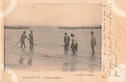 Madagascar 905 Timbre N°67 Cachet Ligne Maritime 2 La Reunion à Marseille Sur Carte Pecheurs Indigenes - Madagaskar (1889-1960)