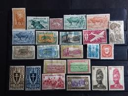 Lot 75 Timbres Neufs Certains Avec Charnières Ou Traces De Charnières Anciennes Colonies Francaises Avant Indépendance - Collections (sans Albums)
