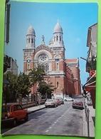 ST SAINT RAPHAËL,  Var ,la Cathédrale,  Auto RENAULT 5, VOLVO , BMW , Ed SOPICO , TB - Saint-Raphaël