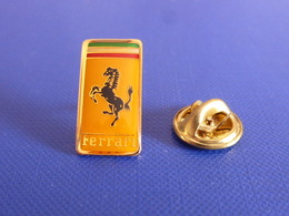 Pin's Ferrari Logo 1.1 X 2.1 Cm - Cheval Cabré Italie Voiture Véhicule De Luxe (JD38) - Ferrari