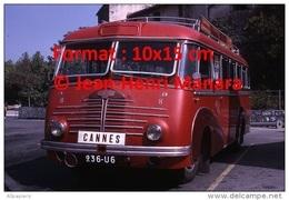 Reproduction D'une Photographie De Face D'un Ancien Bus Delahaye Ligne Cannes à Vallauris Garé Sur Un Parking En 1967 - Reproductions