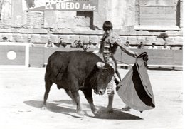 13 ARLES CORRIDA PHOTO GEORGE NIMENO TAUREAU TAUREAUX - Arles