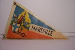 ANCIEN  FANION  - MARSEILLE - NOTRE DAME De LA GARDE - Obj. 'Souvenir De'