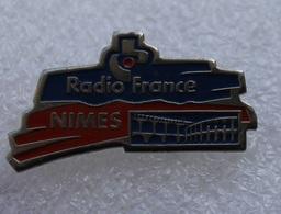 Pin's Radio France Nimes - Mass Media
