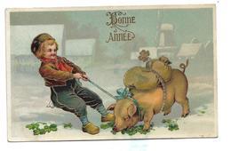 Enfant En Sabot Tire Un Cochon Porteur De Sac, Trèfles. Dorée Et Glacée. - Año Nuevo