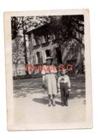 Photo Marcel Guy Manuel Parc Des Equipages A Avignon 16/04/1933 Femme Enfant Chapeau Jardin 9x6,5 Cm - Identifizierten Personen