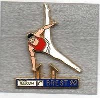 Pin's  Doré  FRANCE  TELECOM, Sport  Gymnastique  Féminine  BERCY  1990  Signé  ARTHUS  BERTRAND - Gymnastik
