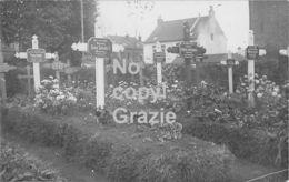 59 - Verlinghem - Tombes Dans Le Cimetière- Carte Photo - France