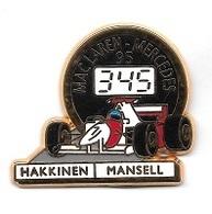 Pin's  Sport  Automobile  F 1  MAC  LAREN - MERCEDES  95  Avec  HAKKINEN  Et  MANSELL  Cartouche  Blanche - F1