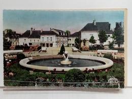 36 - ECUEILLÉ - SQUARE DE LA PLACE DU 8e CUIRASSIERS - LE BASSIN STATUE D'ENFANT (MERELLE) - 1955 - France