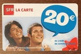 RÉUNION COUPLE RECHARGE GSM SFR 20 EURO DU 04/12 CARTE PRÉPAYÉE PHONECARD CARD PPREPAID - Réunion