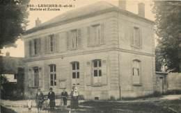 77 - LESCHES - Mairie Et Ecoles Animée 1934 - France
