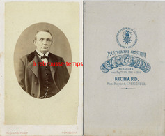 CDV Vers 1865- -portrait D'un Homme-photographie Artistique Richard Rue Bugeaud à Périgueux - Photos