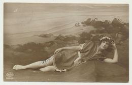 Carte Photo - Femme Sur La Plage - Editeur Weco - Beauté Féminine D'autrefois < 1920