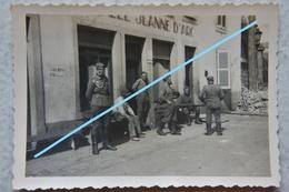 Photo ROUEN 1940 Musée Jeanne D'Arc Soldats Allemands Bombardement Ruines Guerre Bataille De France - Guerre, Militaire