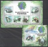 O1154 2011 MOZAMBIQUE MOCAMBIQUE FAUNA DAS FLORESTAS MARINE LIFE LAMANTINS PEIXE-BOI 1SH+1BL MNH - Marine Mammals