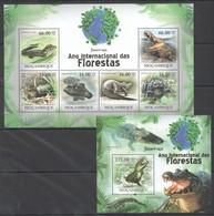 O1156 2011 MOZAMBIQUE MOCAMBIQUE FAUNA DAS FLORESTAS REPTILES CROCODILES JACARE-ACU 1SH+1BL MNH - Reptiles & Amphibians
