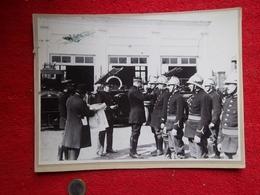 Pompiers-remise De Décorations En 1927 (photo Cartonné) - Firemen