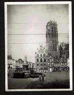 C1930 - Photo 12 Cm X 9 Cm - Mechelen / Malines - Grote Markt - Café Salvator - Café De L'Yser - 2 Scans - Lieux