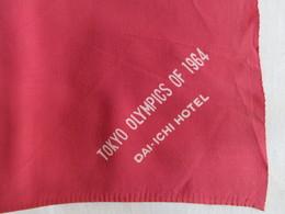 Foulard Carré Jeux Olympiques Tokyo 1964 Silk Square Scarf Publicité Hôtel Dai-Ichi - Kleding, Souvenirs & Andere