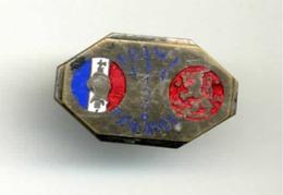 Pin's à Vis Ou Broche - Badge (?) JO De 1936 / Football / France - Finlande / Rare - Kleding, Souvenirs & Andere