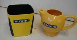 Lot. 1303. Pot à Eau En Faïence Et Pot à Glaçons En Plastique Ricard - Karaf