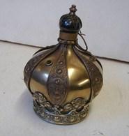 Lot. 1304. Ancienne Et Magnifique Lampe à Huile En Forme De Couronne Royale. - Lamps