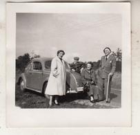 Personnes Devant Vw Coccinelle - Kever - Photo 6.5 X 6.5 Cm - Automobili