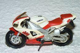 MAISTO MOTO 1/18 YAMAHA YZF R1 EXUP DELTRBOX D TBE - Motorcycles