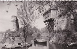 27 VERNON Le Vieux Moulin ,barques ,enfant à La Pèche - Vernon